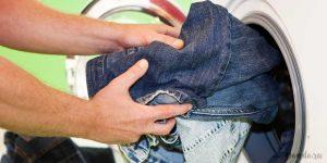 как  и что можно стирать с джинсами