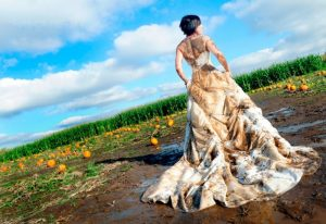 грязное свадебное платье