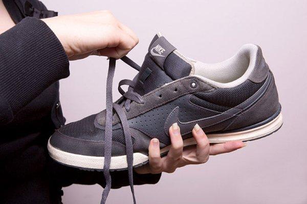 как стирать кожаные кроссовки