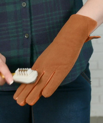 чистка замшевых перчаток
