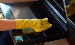 Как часто чистить духовку
