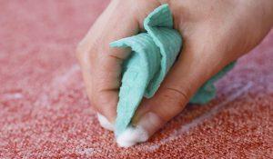Как убрать масляное пятно с дивана