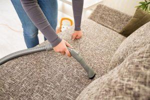 Общие правила чистки дивана содой и уксусом