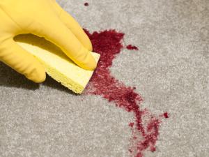 Вывести кровь с дивана из ткани