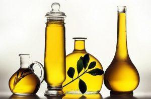 Удалить жвачку с дивана растительным маслом