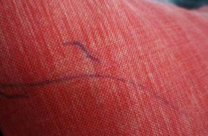Чем отмыть ручку с дивана из ткани