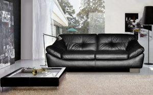 Как можно почистить диван из кожи?