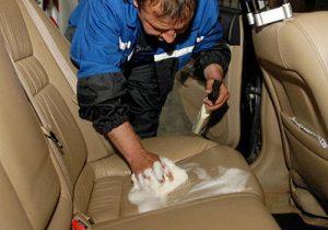 Выбор средств для чистки кресла в автомобиле