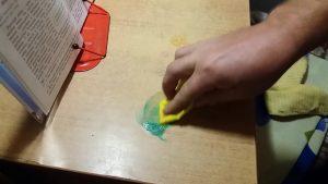 Чем оттереть зеленку со стола