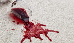 Как отмыть вино с дивана