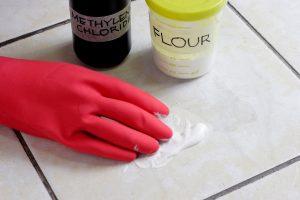 Чем отмыть ржавчину с плитки