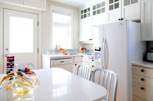 Чем отмыть холодильник снаружи от желтизны