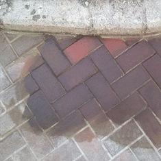 Чем отмыть масло с тротуарной плитки