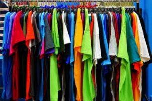 Как правильно гладить футболку с коротким рукавом