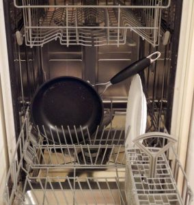 Можно ли мыть сковороду в посудомойке