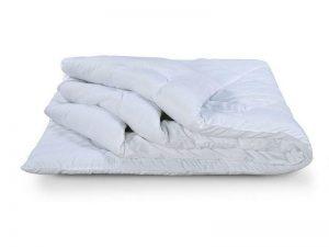 Как сложить одеяло компактно