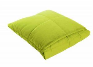 Как сложить одеяло в подушку