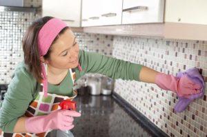 Чем удалить жир на кухне