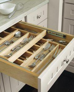 Хранение столовых приборов на кухне