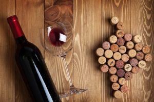 Как открыть вино вилкой